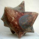 """""""Die Erde als Stern"""" 2010; Ton gebaut, bemalt, gebrannt; Höhe ist 34 cm"""