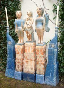 """""""Marienaltar"""" 2007; Ton gebaut, bemalt, gebrannt; 190 mal 205 cm"""